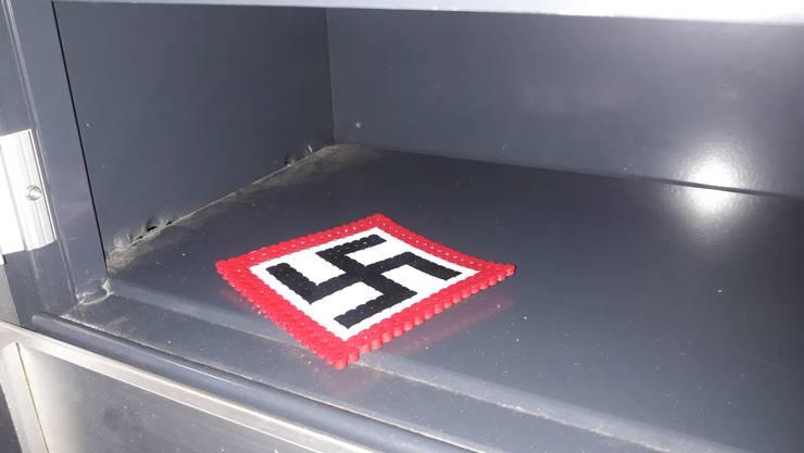 Die Mumenthalers fanden unter anderem ein Nazi-Kreuz im Briefkasten.