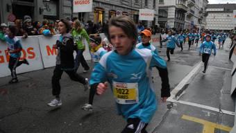 Schulklasse aus Dietikon am 36. Silvesterlauf in Zürich