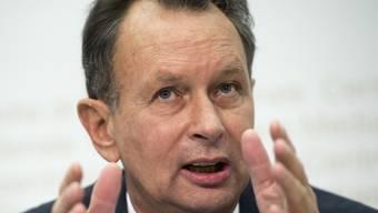Führt die Schweiz ohne Einverständnis der EU eine Schutzklausel ein, soll diese vorerst nur fünf Jahre gültig sein. Das schlägt FDP-Präsident Philipp Müller vor (Archiv).