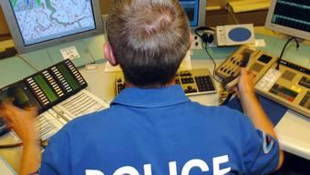 Betrüger geben sich derzeit am Telefon als Polizisten aus. (Symbolbild)