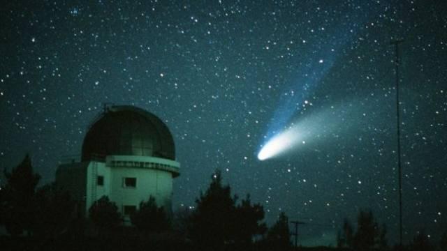 Hallo, hallo, ist da draussen jemand? Blick ins All von einem Observatorium im griechischen Attica. Foto: LAIF