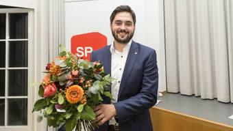 Nationalrat Cédric Wermuth soll für die Aargauer SP den freiwerdenden Sitz im Ständerat verteidigen. Er setzte sich am Parteitag gegen Nationalrätin Yvonne Feri durch.