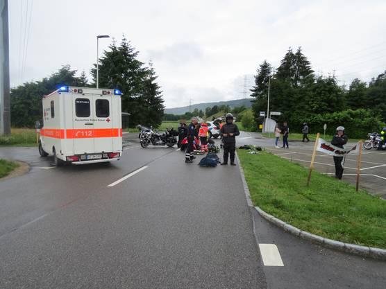 Kleindöttingen AG, 16. Juni: Ein Angehöriger einer Gruppe Motorradfahrer stiess mit seinem Vordermann zusammen. Beide wurden verletzt, wobei einer mit dem Helikopter ins Spital geflogen wurde.