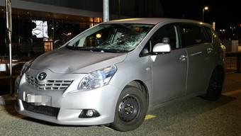 Die Kantonspolizei sucht Augenzeugen des Unfalls.