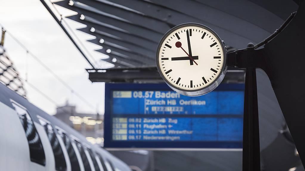 Reisende haben seit dem 1. Januar 2021 einen Anspruch auf Entschädigung bei Verspätungen von über einer Stunde am Reiseziel. (Archivbild)