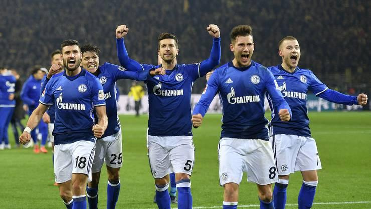 Jubel bei Schalke nach dem 4:4 Remis gegen Dortmund.