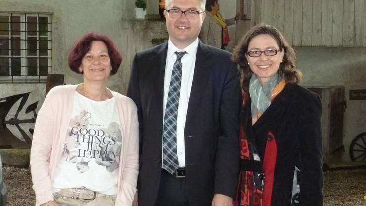 v.l. Janine Deck, Präsidentin der Betriebskommission, Regierungsrat Remo Ankli, Anita Panzer, Gemeinde- und Stiftungsratspräsidentin