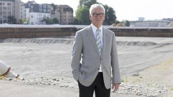 Hans-Rudolf Blöchlinger auf dem Baugelände für das Polizei- und Justizzentrum (PJZ), für das er als Projektdelegierter des Regierungsrats zuständig ist.