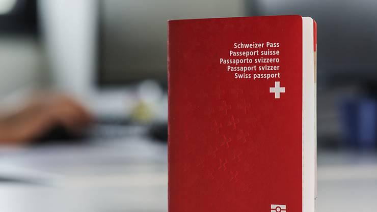 Die Hürden für den Schweizer Pass sollen höher werden.