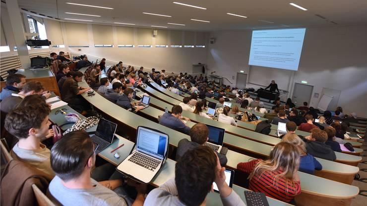 Die Studiengebühren an der Uni Basel bleiben gleich.