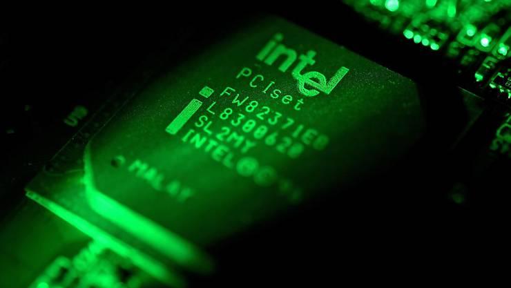 Der Computerchip-Hersteller Intel will bis am Montag für 90 Prozent seiner Prozessoren aus den letzten fünf Jahren Sicherheitsaktualisierungen veröffentlichen. (Symbolbild)