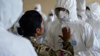 Armee-Training für Ebola-Einsatz in Freetown, Sierra Leone
