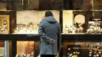 Einkommen: Geld macht glücklich - was einer Schweizer Studie zufolge stimmt
