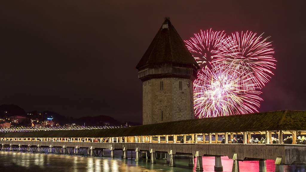 Das Neujahrsfeuerwerk in Luzern ist eines von wenigen Grossfeuerwerken in der Stadt. (Archivbild)