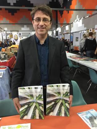 Pascal Schweitzer auf der Buchmesse in Saint-Louis. Die beiden Kochbücher erscheinen zu Pfingsten. Eines auf Deutsch, eines auf Französisch.