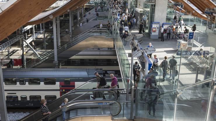 """Die """"Welle"""", der Aufgang West des Bahnhofs Bern - dem ÖV entgeht durch Schwarzfahrer jährlich ein zweistelliger Millionenbetrag. (Archivbild)"""