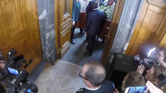 Hier kommt der neue Bundesrat aus dem Nationalratssaal