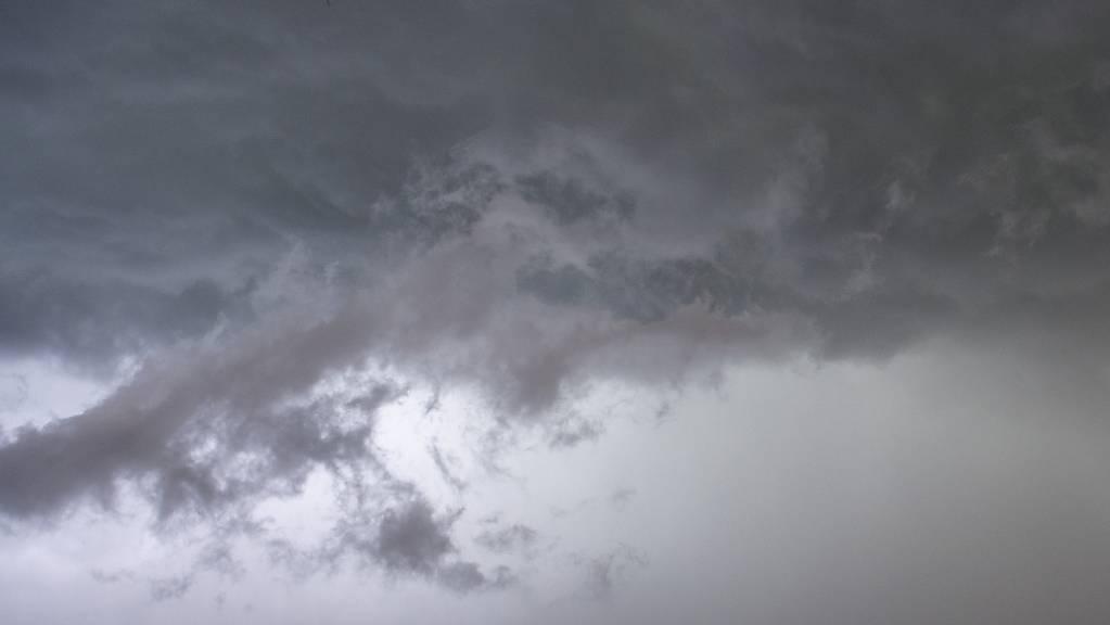 Auch am Donnerstagabend sind Teile der Schweiz wieder von heftigen Unwetter heimgesucht worden. Besonders betroffen war erneut der Kanton Bern. (Symbolbild)