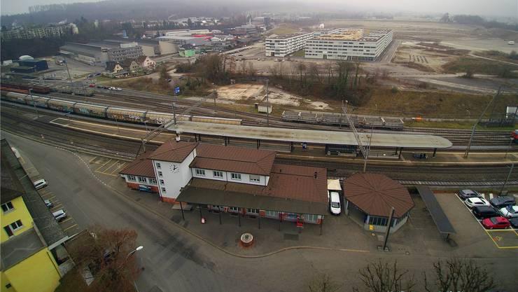 Zwischen Brunnen und Abgangsrondelle im Hammer soll die Stadtteilverbindung geradewegs Richtung Olten SüdWest (im Hintergrund) verlaufen.