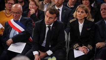 """Die von ihm selber zur Entschärfung der Proteste der """"Gelbwesten"""" eingeführte Bürgerdebatte hat den französischen Präsidenten Emmanuel Macron am Donnerstag nach Korsika geführt. (EPA/OLIVIER SANCHEZ)"""