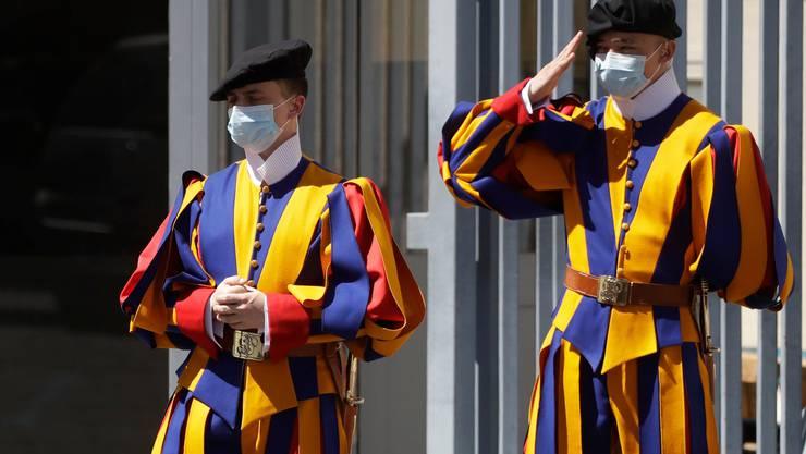 Unter den Schweizer Gardisten im Vatikan hat sich das Coronavirus ausgebreitet. (Symbolbild)