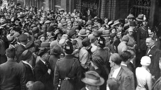 Am 13. Juli 1931 kam es in Berlin zum Bankrun. Die Sparer wollten ihr Geld retten.