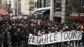 Mehrere hundert Menschen haben mit einem Marsch durch Lausanne der Familie des kürzlich bei einem Polizeieinsatz getöteten Kongolesen ihre Unterstützung gezeigt.
