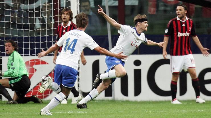Hannu Tihinen jubelt, Mailand Pirlo ist bedient. Mit 1:0 gewinnt der FCZ vor genau neun Jahren in Mailand.