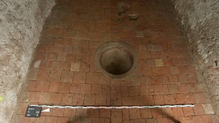 Er wurde Mitte 19. Jahrhundert im Boden als Wassersammler verbaut.
