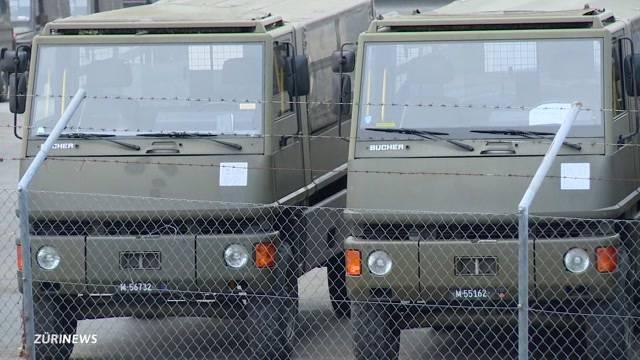Militärfahrzeuge in Hinwil angezündet