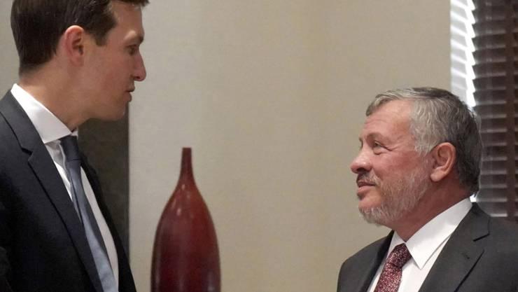 US-Präsidentenberater Jared Kushner (links) ist am Mittwoch zu Gesprächen über seinen Nahost-Friedensplan mit dem jordanischen König Abdallah II. (rechts) zusammengekommen. In wenigen Tagen wird der Schwiegersohn von US-Präsident Donald Trump in Israel erwartet.