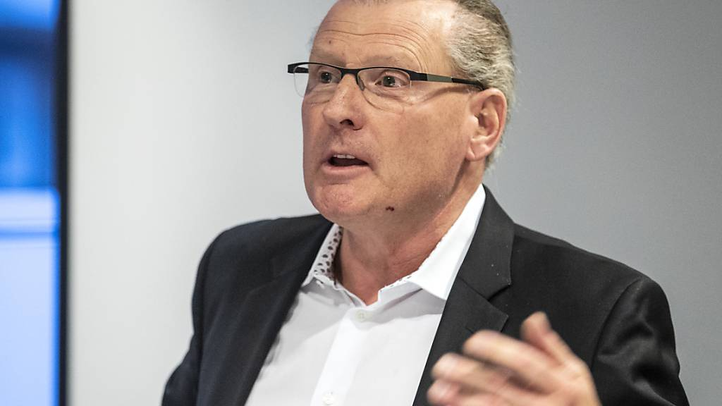 Der Zuger Finanzdirektor Heinz Tännler verkündete am Donnerstag den Ausbau der Härtefallmassnahmen. (Archivbild)
