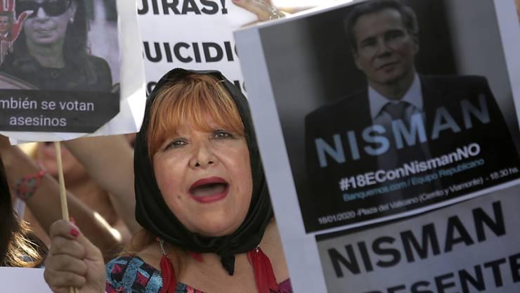 """""""Es war kein Selbstmord, es war Mord"""": Demonstranten in Buenos Aires gedenken des argentinischen Terror-Ermittlers Nisman."""