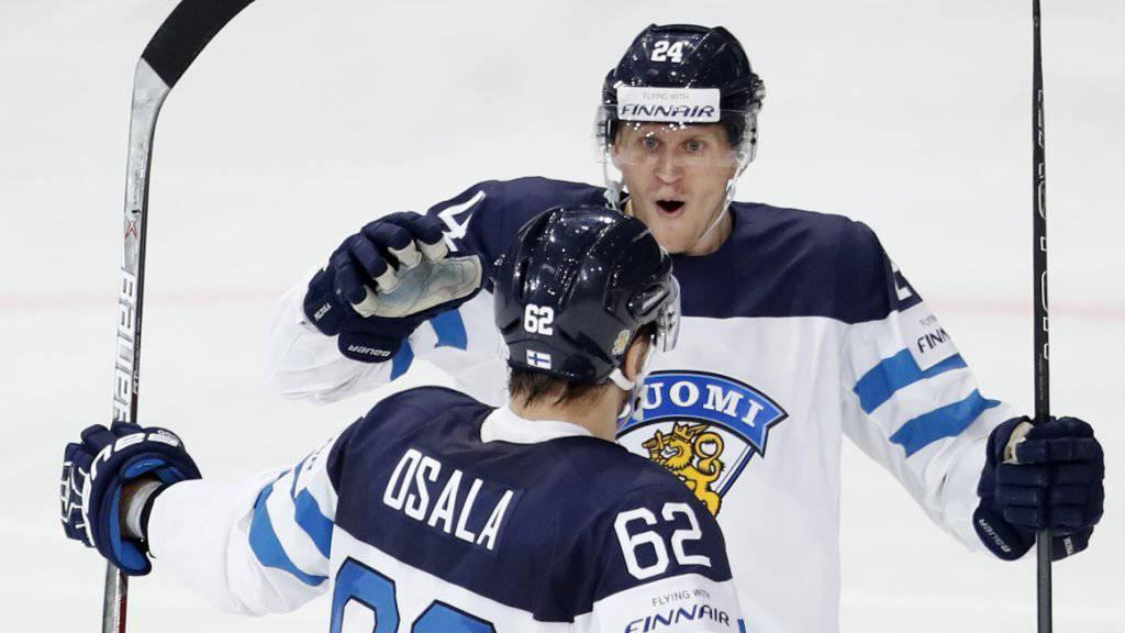 Viel gab es für Finnland an dieser WM noch nicht zu bejubeln. Im Bild freuen sich Oskar Osala und Jani Lajunen über ein Tor gegen Weissrussland