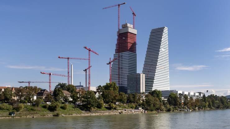 Die Betonung der Vertikalen fordert gewohnte Stadtbilder heraus: Roche-Türme.