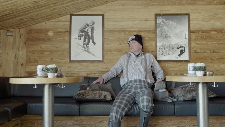 «Nachts sind alle Katzen grau»: Seine zwei Katzen begleiten Christian auch in die Berge zum Après-Ski.