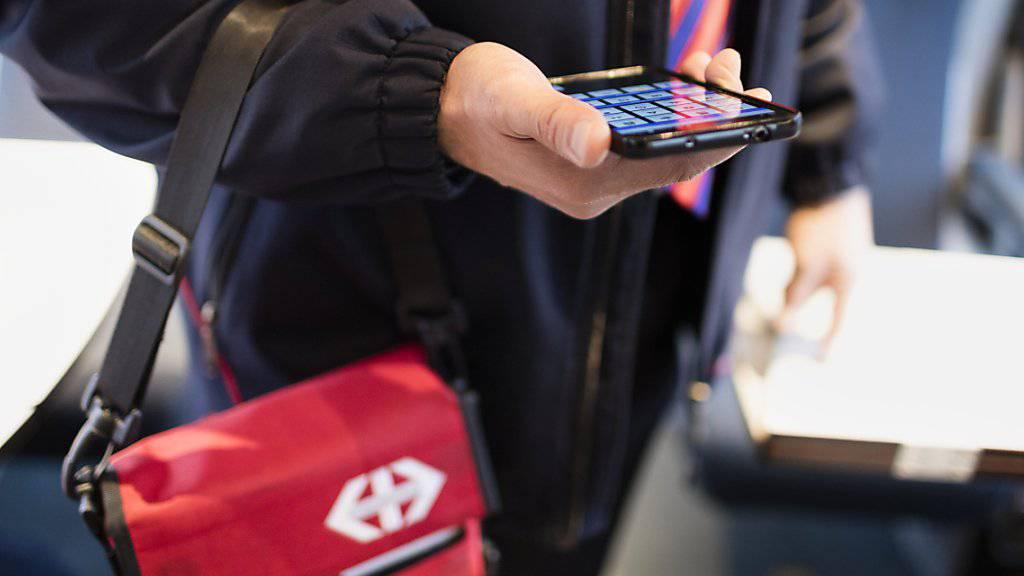Nur noch kontrollieren, keine Daten mehr speichern: Die SBB krebst beim SwissPass zurück. (Archivbild)
