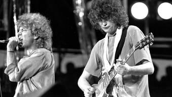 Led Zeppelin mit Sänger Robert Plant und Gitarrist Jimmy Page (rechts).