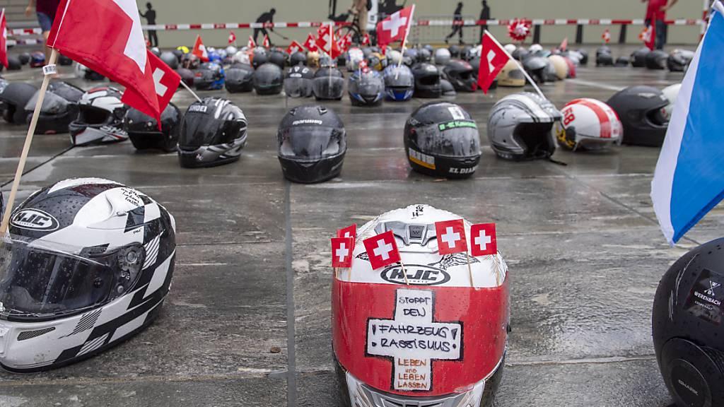 Bereits am 1. August gab es auf dem Bundesplatz in Bern eine Protestaktion von Motorradfahrern gegen strengere Lärmbegrenzungen. (Archivbild)