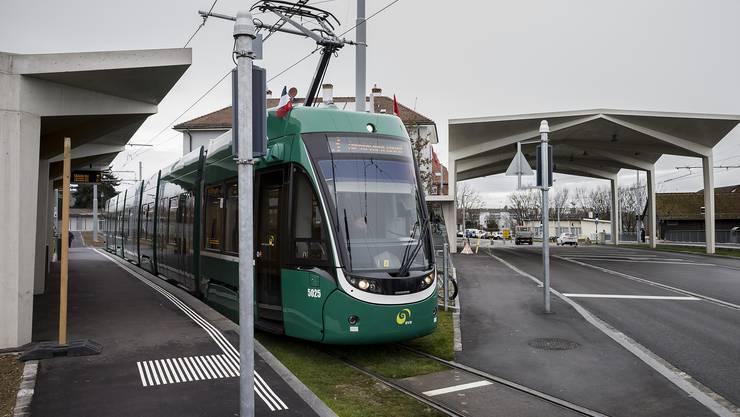 Tram 3 an der Grenze in Richtung Basel.