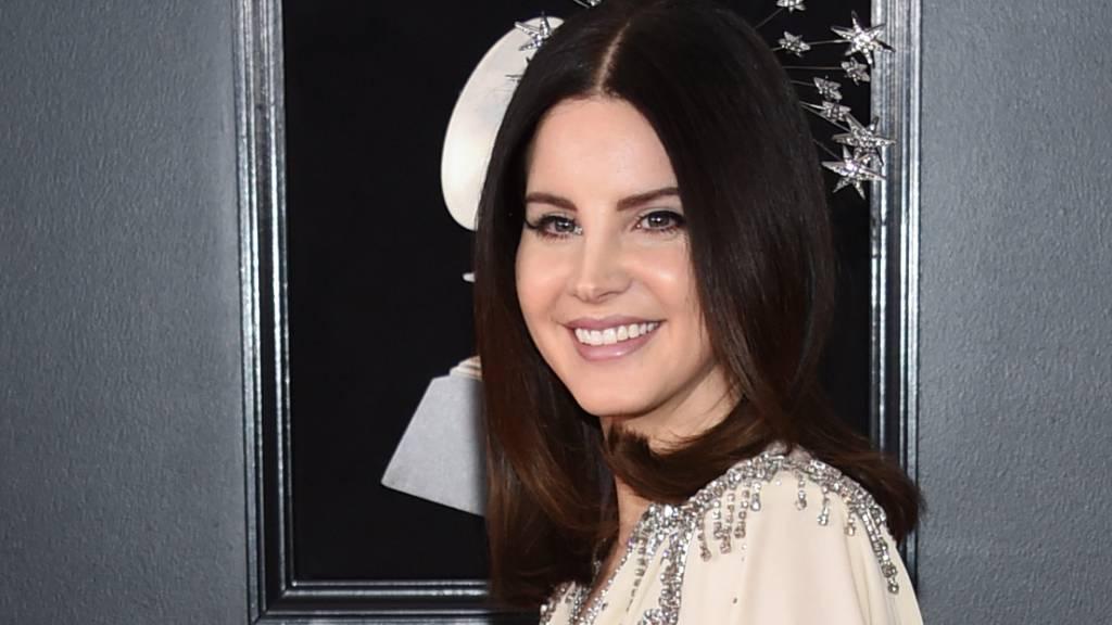 Popsängerin Lana Del Rey weist Kritik an ihrer Schutzmaske zurück