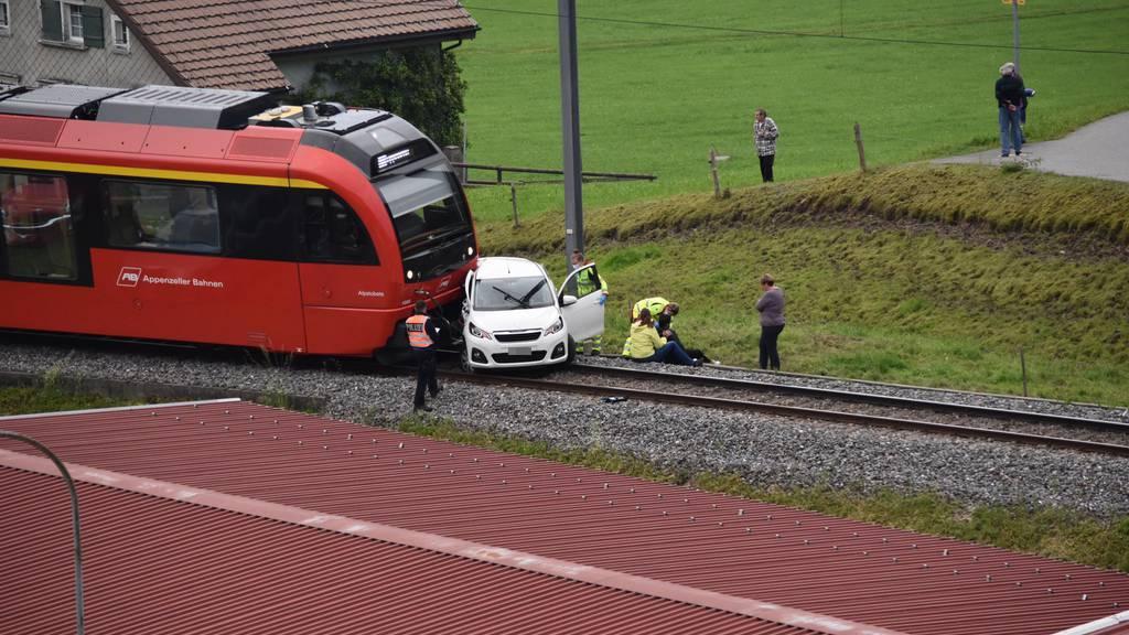 Appenzeller Bahn rammt Auto – Mann verletzt