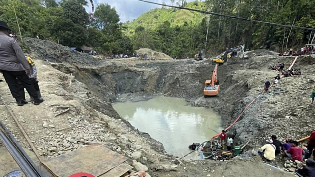 Erdrutsch in Goldmine auf Sulawesi: Suche nach Vermissten dauert an