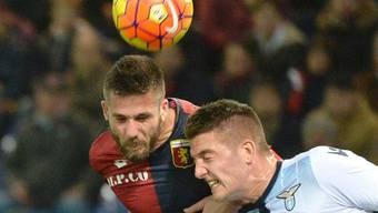 Viel Kampf, aber keine Tore: Genoas Leonardo Pavoletti (links) im Kopfball-Duell mit Lazios Sergej Milinkovic-Savic