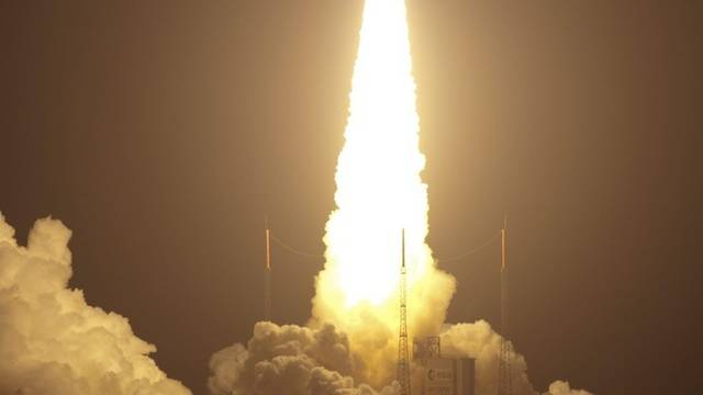 Auffälliger Kleidertransporter: Eine Ariane 5-Rakete bringt den ISS-Astronauten Nachschub (Symbolbild)