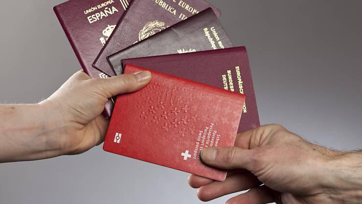 Ob mit oder ohne Schweizer Pass: Die Bevölkerung mit ausländischen Wurzeln wächst weiterhin dynamischer als jene ohne Migrationshintergrund. (Symbolbild)