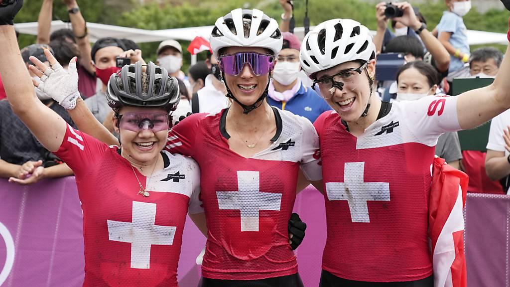 Sina Frei (Silber), Jolanda Neff (Gold) und Linda Indergand (Bronze) - was für ein Tag für die Schweizer Mountainbikerinnen