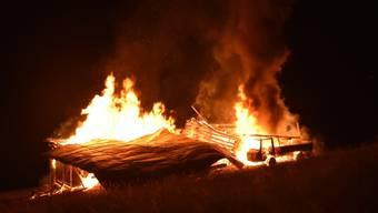 Die Ställe in Lumbrein brannten vollständig nieder.