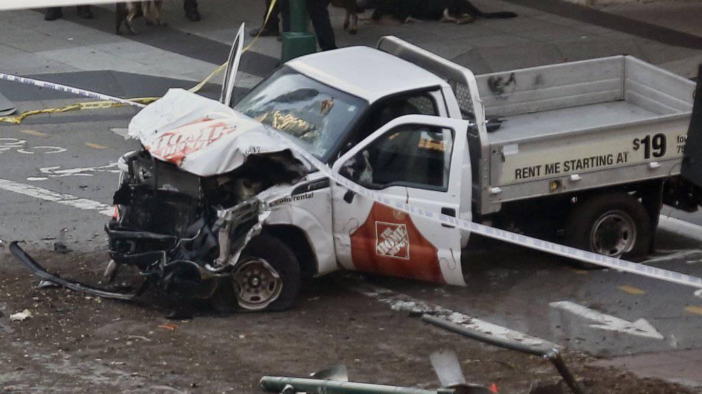Bei einem Vorfall in New York mit einem Kleinlastwagen sind acht Menschen getötet worden.
