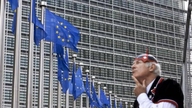 Konkret ging es etwa um den fünftägigen Informationsvorsprung, den inländische Arbeitskräfte mit der Stellenmeldepflicht erhalten sollen.